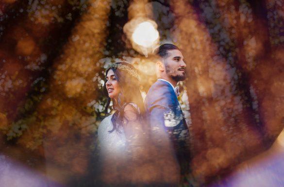 Photographe de mariage, double exposition, mariés dos à dos