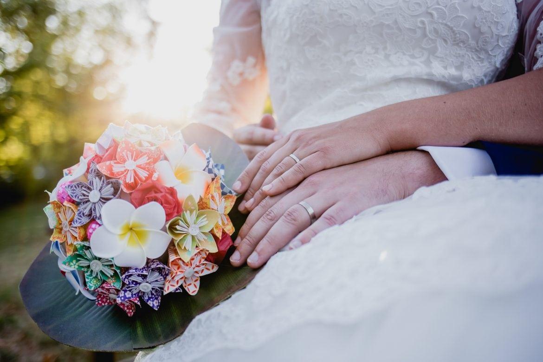 Bouquet de la mariée, alliances des mariés