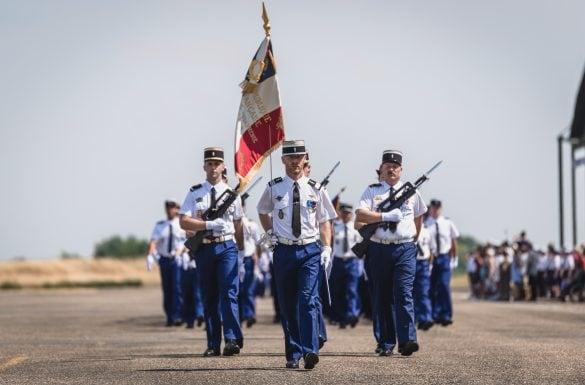 Sortie de promotion élèves gendarmes, défilé militaire
