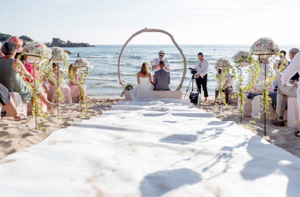 Cérémonie laïque les pieds dans l'eau, mariage à la mer