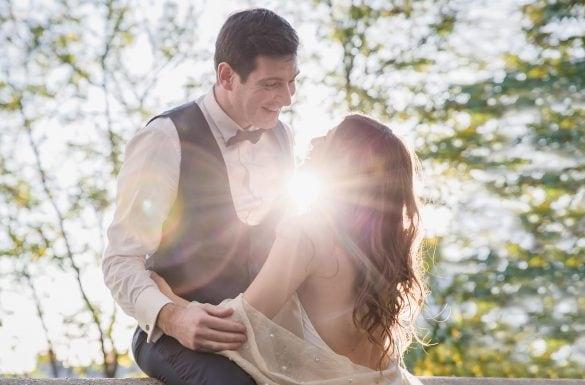 Photographe de mariage, couple amoureux face à face