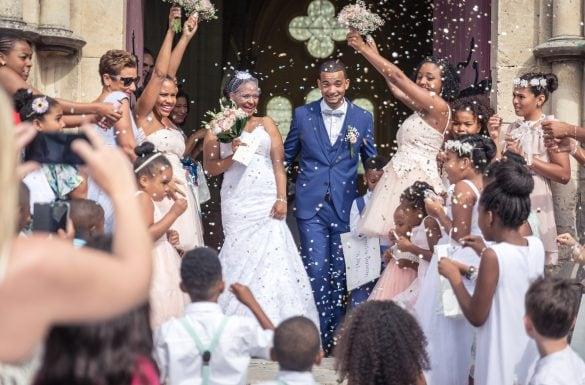 Mariage sortie d'église, confettiis